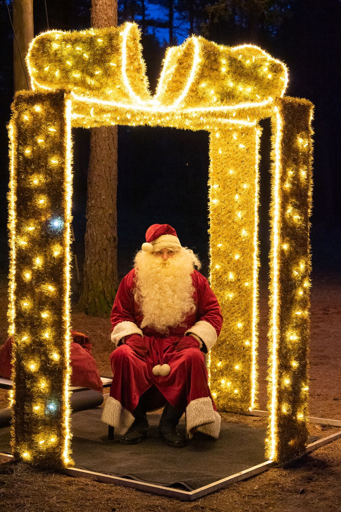 Вандалы испортили рождественскую иллюминацию в Нымме. Фото: Nõmme linnaosavalitsus